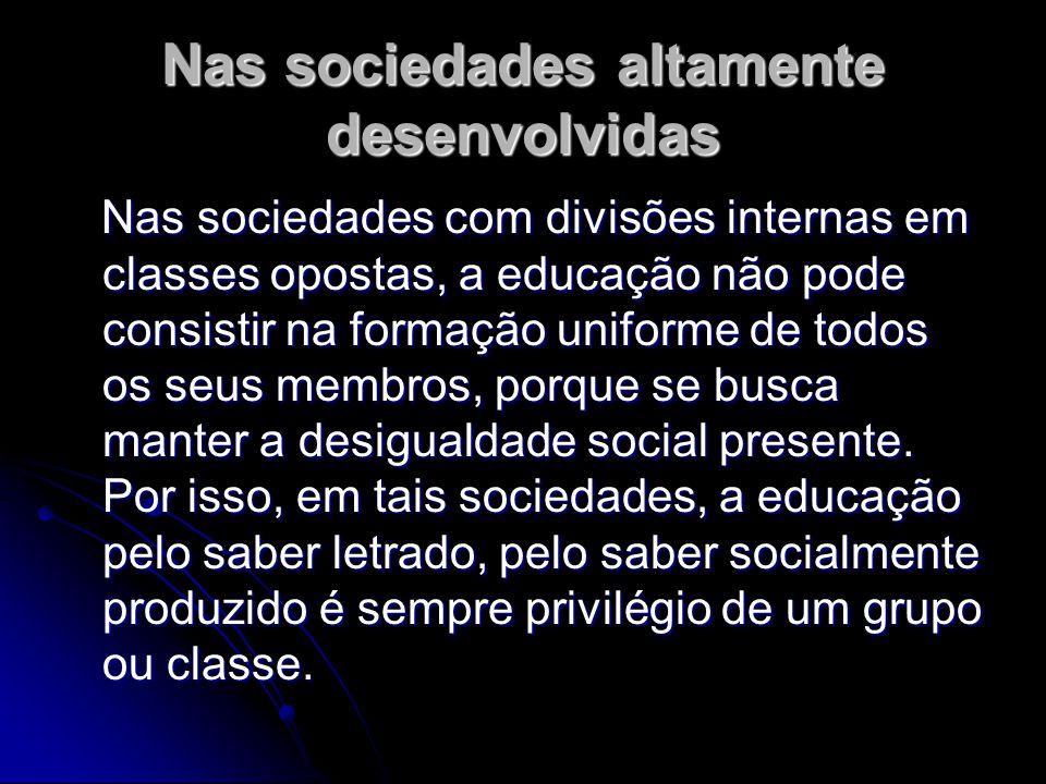 Nas sociedades altamente desenvolvidas Nas sociedades com divisões internas em classes opostas, a educação não pode consistir na formação uniforme de