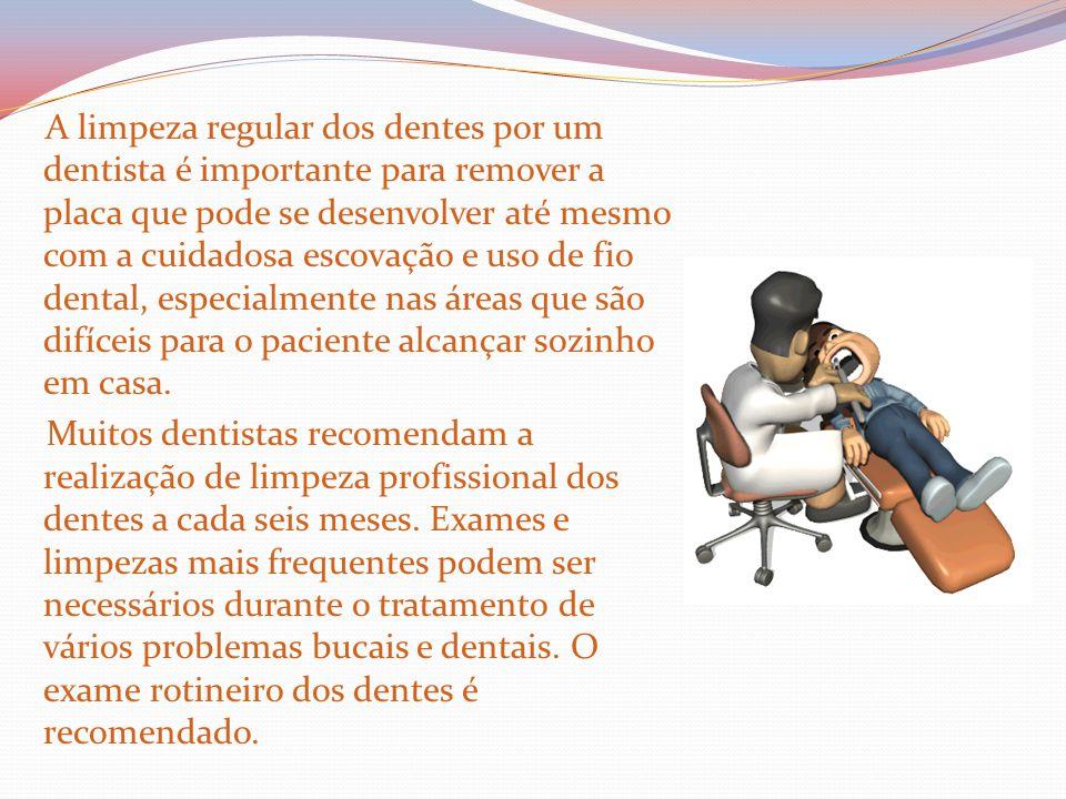 A limpeza regular dos dentes por um dentista é importante para remover a placa que pode se desenvolver até mesmo com a cuidadosa escovação e uso de fi
