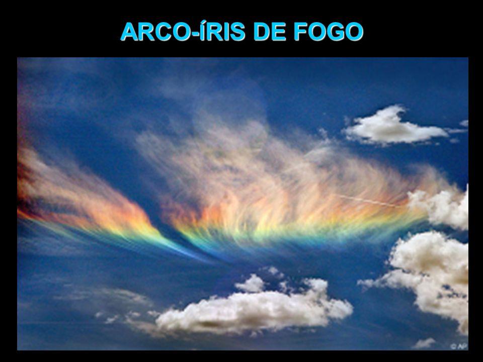 ARCO-ÍRIS DE FOGO Fenômeno ótico em que a luz do sol é decomposta quando atravessa CRISTAIS DE GELO existentes em nuvens tipo cirrus, existentes em grande altitude.