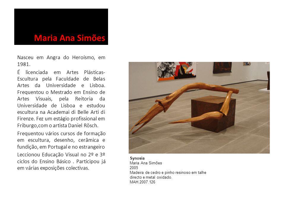 Maria Ana Simões Nasceu em Angra do Heroísmo, em 1981. É licenciada em Artes Plásticas- Escultura pela Faculdade de Belas Artes da Universidade e Lisb