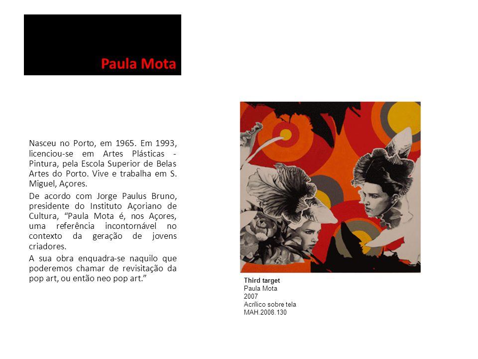Paula Mota Nasceu no Porto, em 1965. Em 1993, licenciou-se em Artes Plásticas - Pintura, pela Escola Superior de Belas Artes do Porto. Vive e trabalha