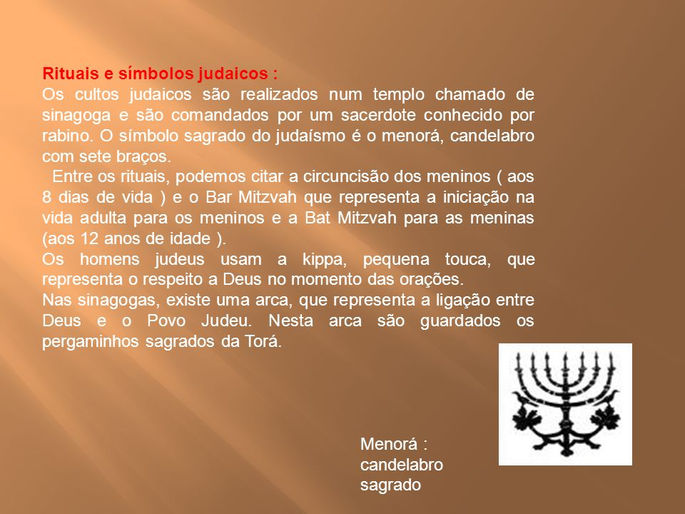 Rituais e símbolos judaicos : Os cultos judaicos são realizados num templo chamado de sinagoga e são comandados por um sacerdote conhecido por rabino.