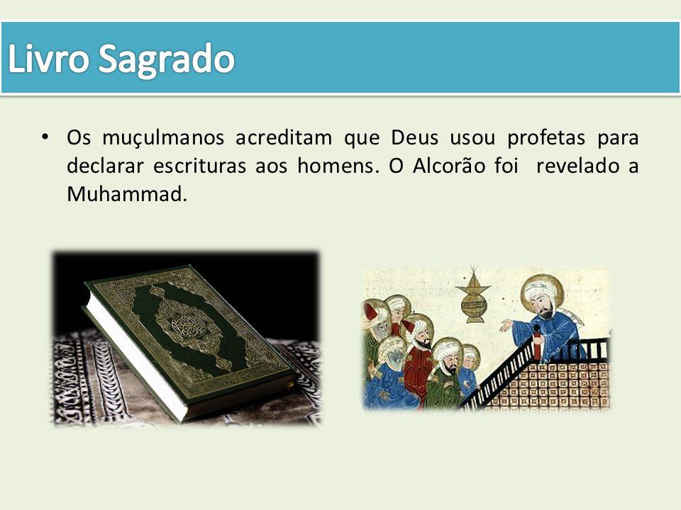 Os muçulmanos acreditam que Deus usou profetas para declarar escrituras aos homens. O Alcorão foi revelado a Muhammad.