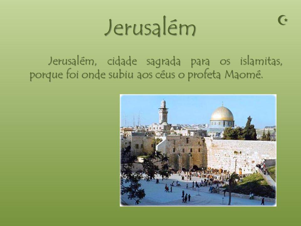 Medina Medina, cidade sagrada para os islamitas, porque foi onde morreu o profeta Maomé.
