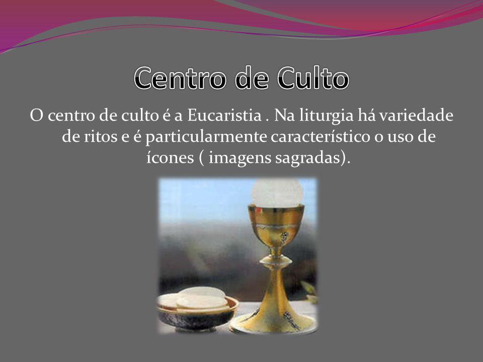 O centro de culto é a Eucaristia.