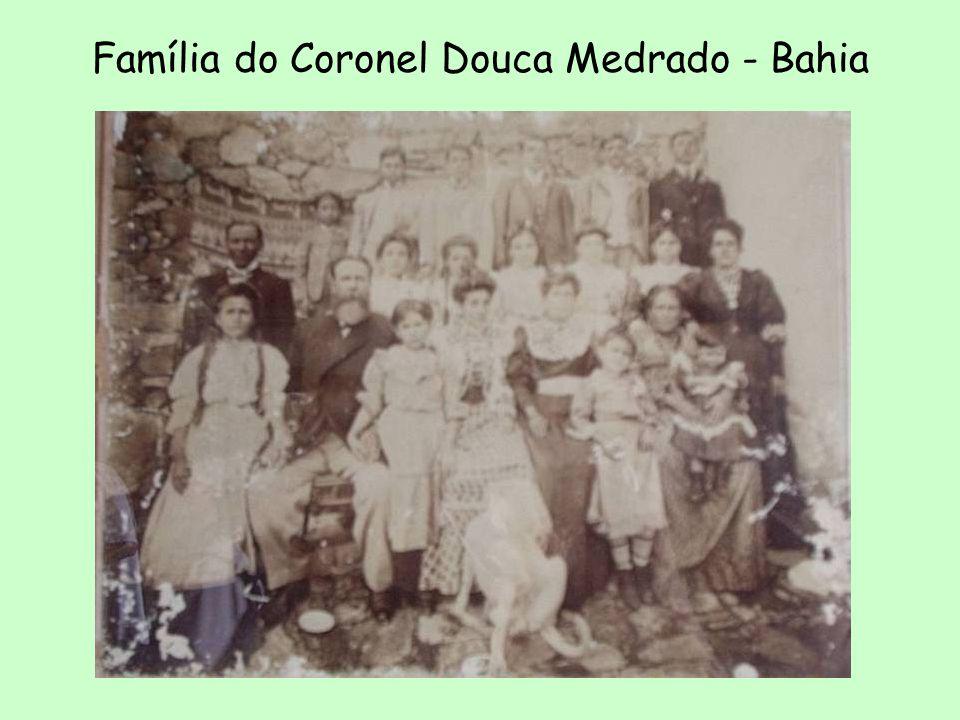 Oligarca: chefe de uma família poderosa. Ex.: família Accioly no Ceará. –Estados maiores: várias famílias disputam o poder. Divergências resolvidas de