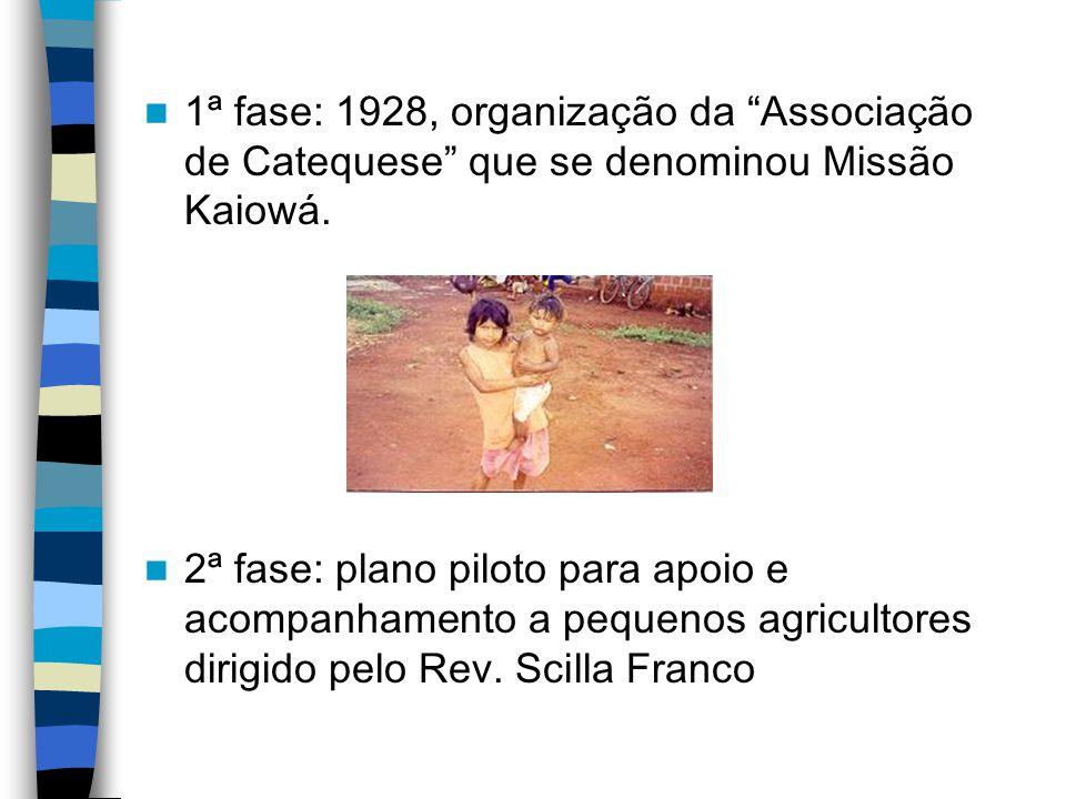 1ª fase: 1928, organização da Associação de Catequese que se denominou Missão Kaiowá. 2ª fase: plano piloto para apoio e acompanhamento a pequenos agr