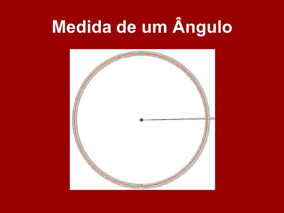 Exemplos Quanto mede o menor ângulo formado pelos ponteiros de um relógio que está marcando 7 :00 horas.