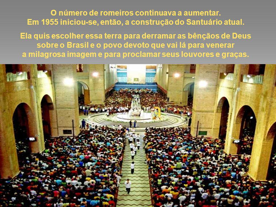 Aos poucos, as pessoas foram se reunindo ao redor daquela imagem para rezar e agradecer e, cada dia que passava, mais aumentava o número de fiéis devotos, tornando, então, necessário dar início à construção, em 1846, de uma igreja maior, inaugurada em 1888 e que hoje é conhecida como a Basílica Velha.