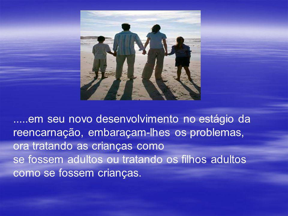 Pais imaturos, do ponto de vista espiritual, comumente se infantilizam, no tempo exato do trabalho mais grave que lhes compete, no setor educativo, e,