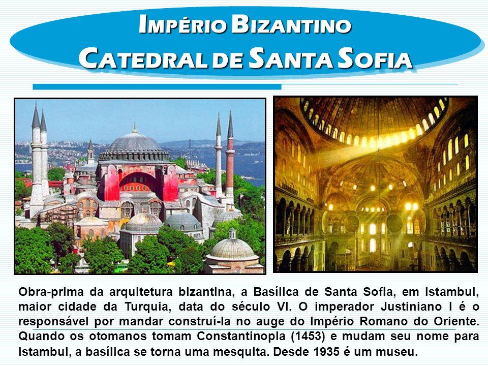 Obra-prima da arquitetura bizantina, a Basílica de Santa Sofia, em Istambul, maior cidade da Turquia, data do século VI. O imperador Justiniano I é o