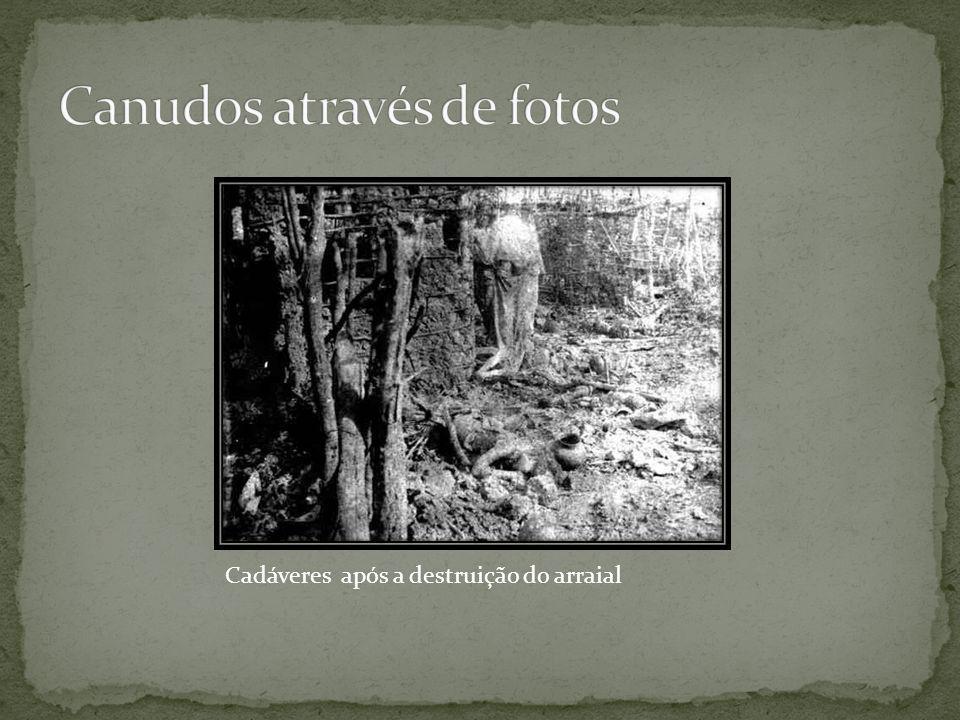 Cadáveres após a destruição do arraial