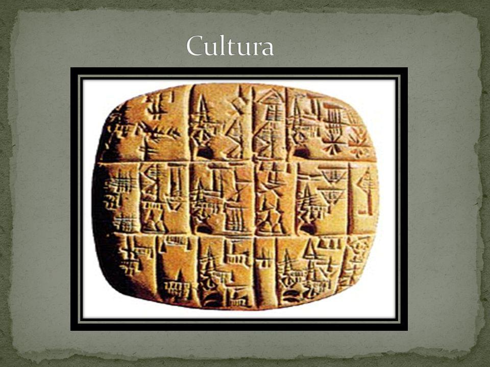 O Faraó, assim como na Mesopotâmia era visto como um deus, sendo assim tudo tudo girava ao seu redor: arte, cultura, religião, economia.