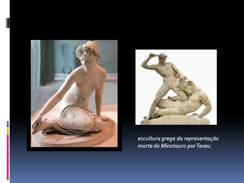 escultura grega da representação morte do Minotauro por Teseu.