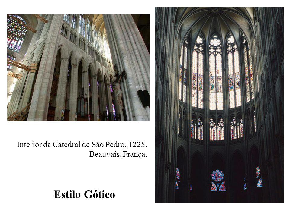 Interior da Catedral de São Pedro, 1225. Beauvais, França. Estilo Gótico