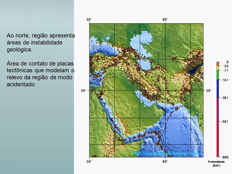 Ao norte, região apresenta áreas de instabilidade geológica. Área de contato de placas tectônicas que modelam o relevo da região de modo acidentado.