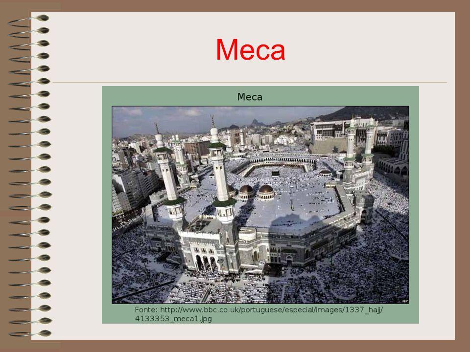 Antiga religião Politeístas e fetichistas (deuses incorporavam em árvores e objetos).