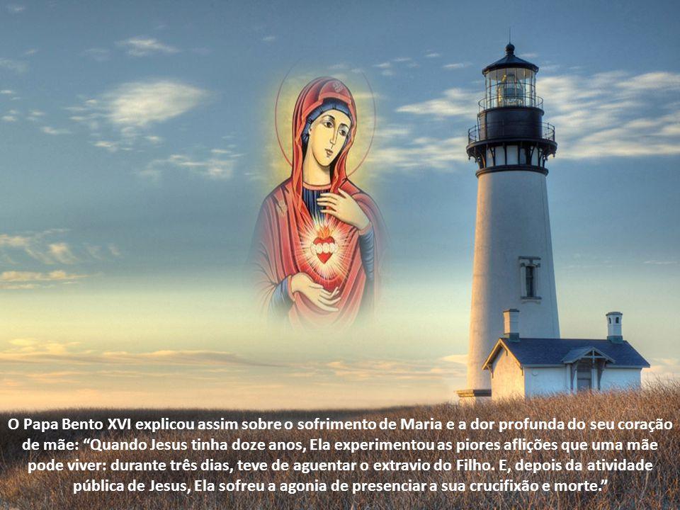 O Papa Bento XVI: E no seu coração Maria continuou a conservar, a ponderar os acontecimentos seguintes dos quais será testemunha e protagonista, até à morte na cruz e à ressurreição do seu Filho Jesus .