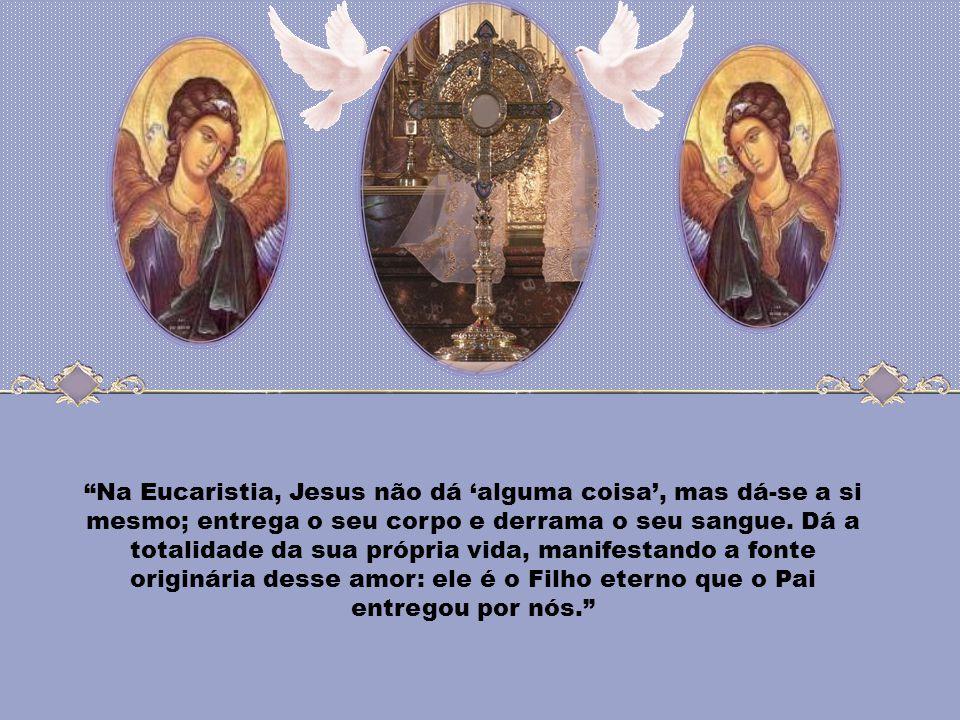 Caríssimos, A Santíssima Eucaristia é a doação que Jesus Cristo faz de si mesmo, revelando-nos o amor infinito de Deus por cada homem. Nesse sacrament