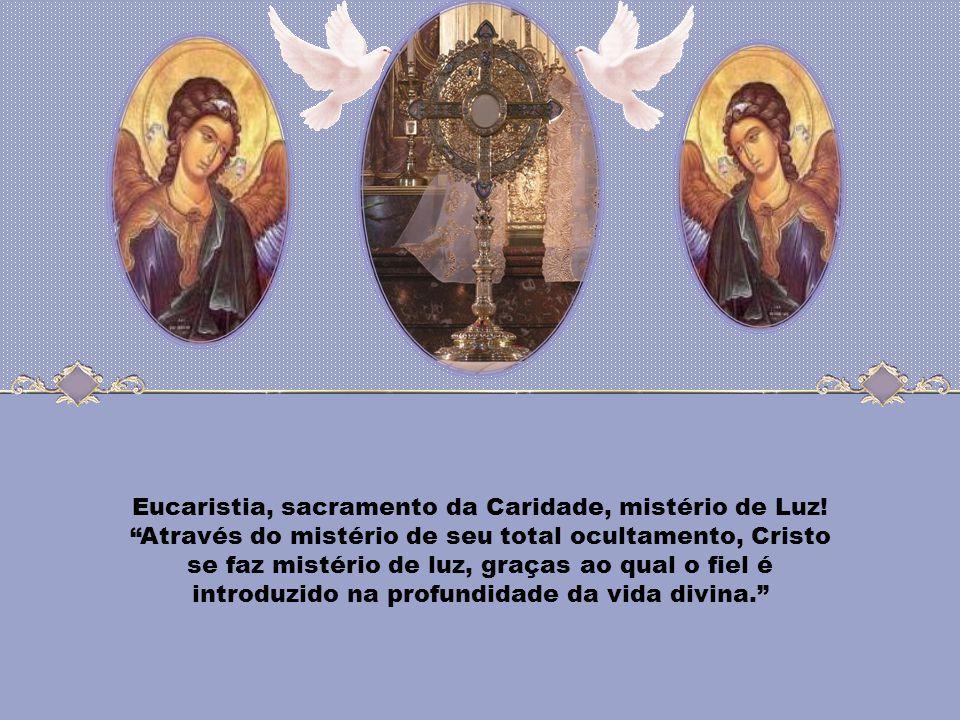 Na Eucaristia, Jesus não dá alguma coisa, mas dá-se a si mesmo; entrega o seu corpo e derrama o seu sangue. Dá a totalidade da sua própria vida, manif