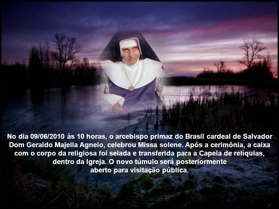 Os restos mortais da freira, conhecida como o O Anjo bom da Bahia foram transportados da Capela das Obras Sociais Irmã Dulce, ao lado da Igreja, por s