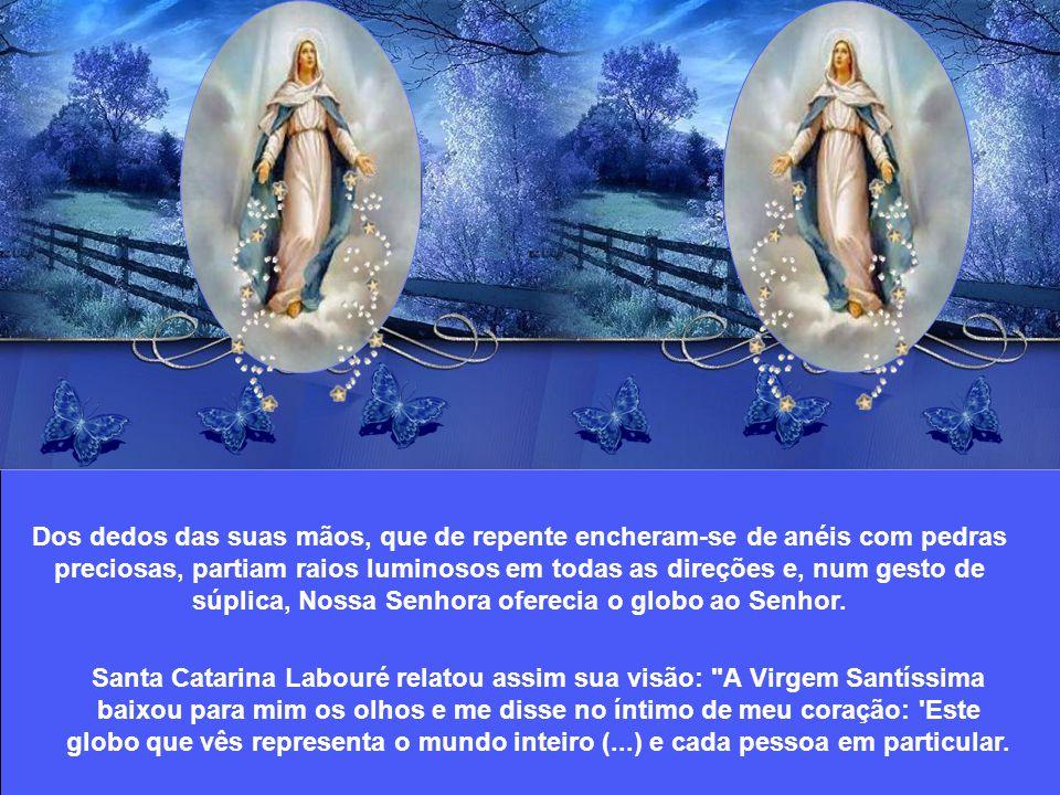Em uma tarde de sábado, no dia 27 de novembro de 1830, na capela das Irmãs Filhas da Caridade de São Vicente de Paulo, Santa Catarina Labouré teve uma visão de Nossa Senhora.