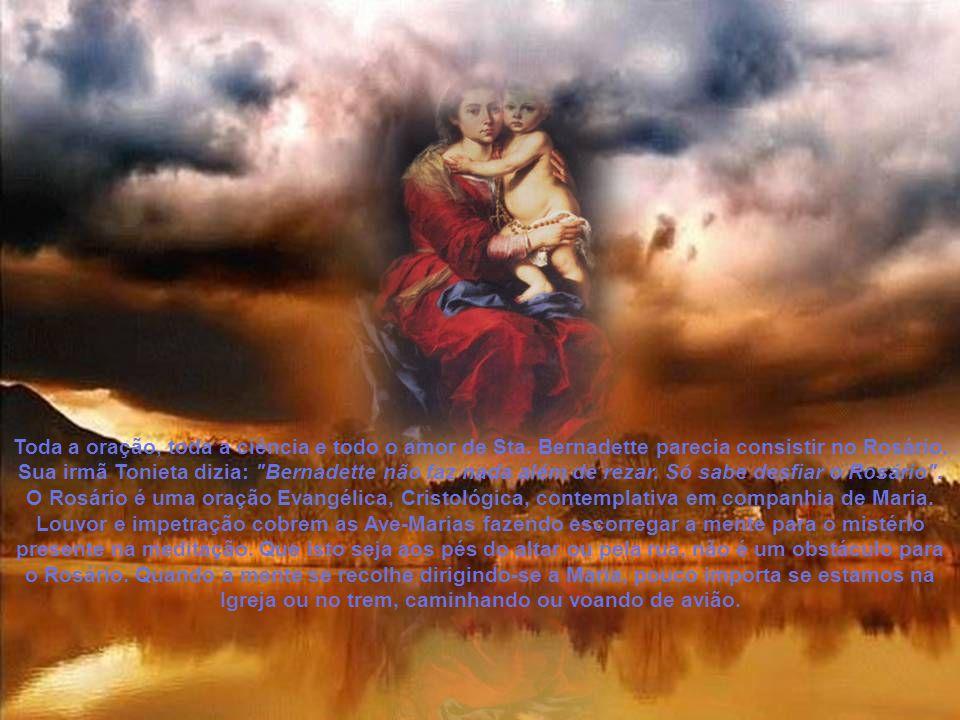 Quantos milhões de almas não foram misteriosamente atraídas por aquele frade que por horas e horas, dia e noite, desfiava a coroa aos pés de Nossa Senhora entre as mãos sanguinolentas de chagas.