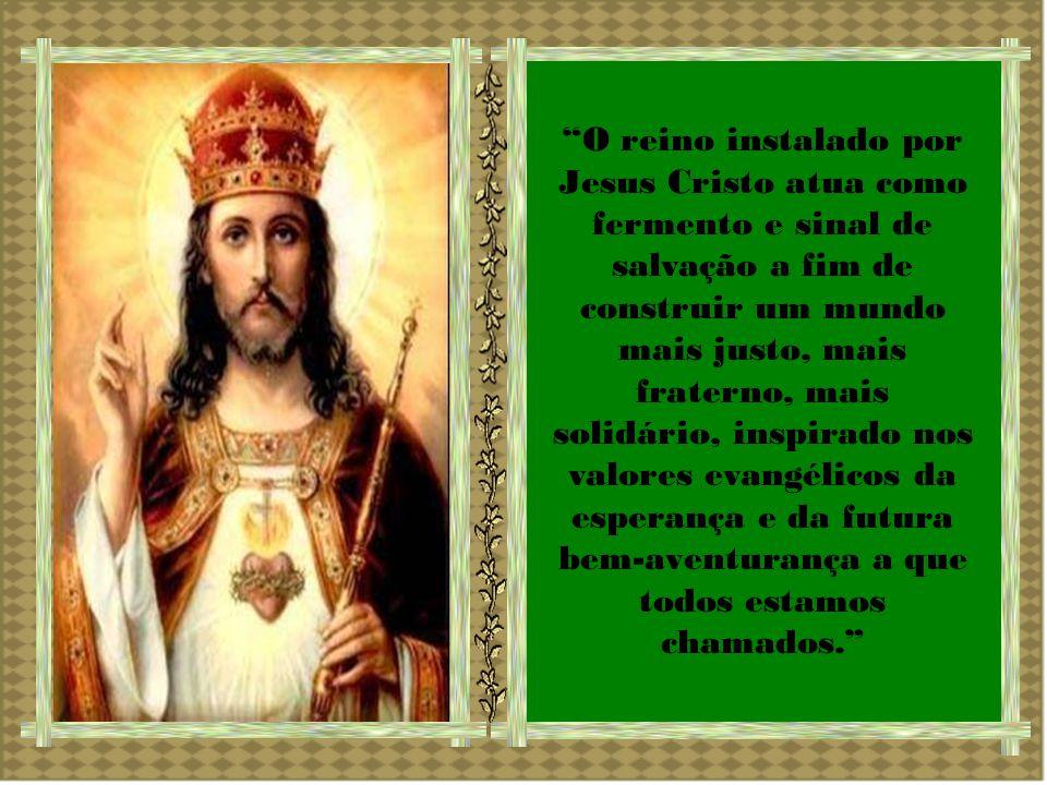 Cristo é Rei porque possui o primado absoluto diante de Deus e diante dos homens, na ordem da Criação e na da Redenção.