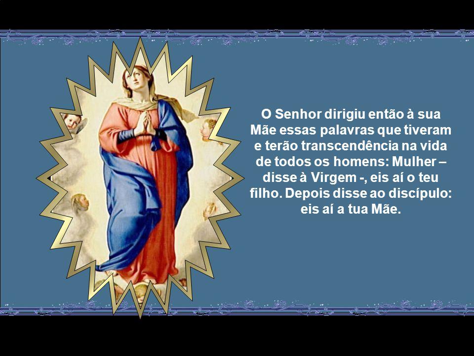 O Senhor dirigiu então à sua Mãe essas palavras que tiveram e terão transcendência na vida de todos os homens: Mulher – disse à Virgem -, eis aí o teu filho.