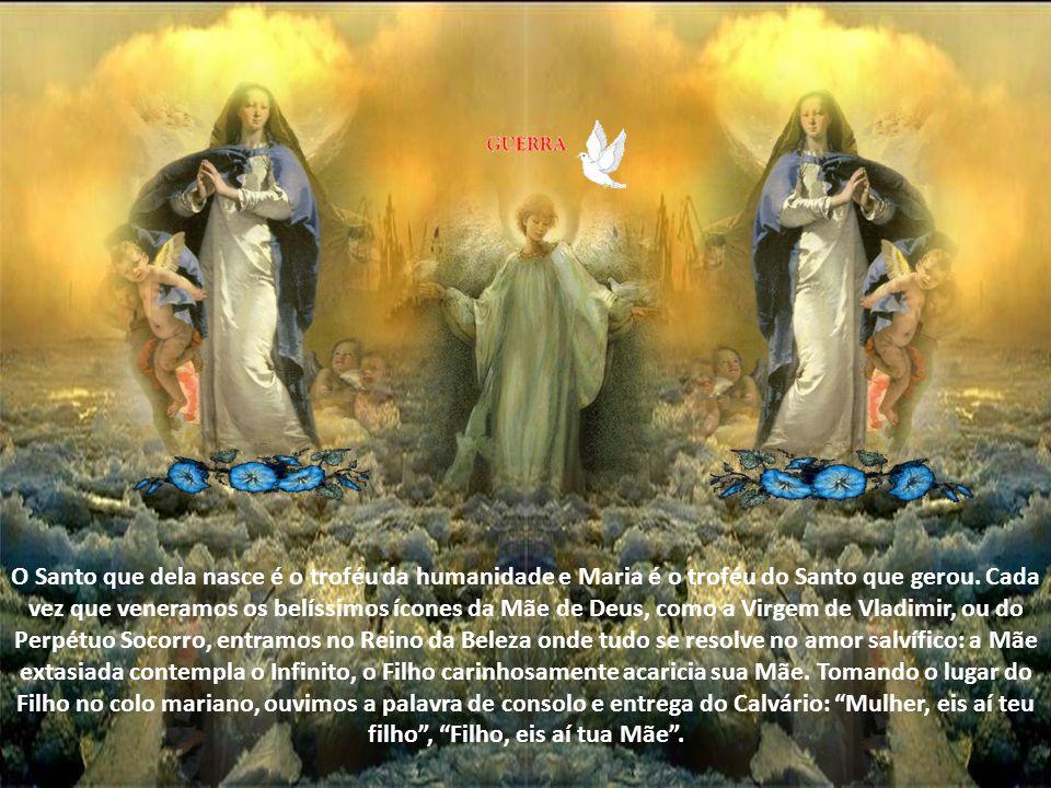 Em sua liberdade, o Espírito Santo a guarda de toda impureza e a torna puríssima e santíssima. O Espírito que personifica a santidade divina concede a
