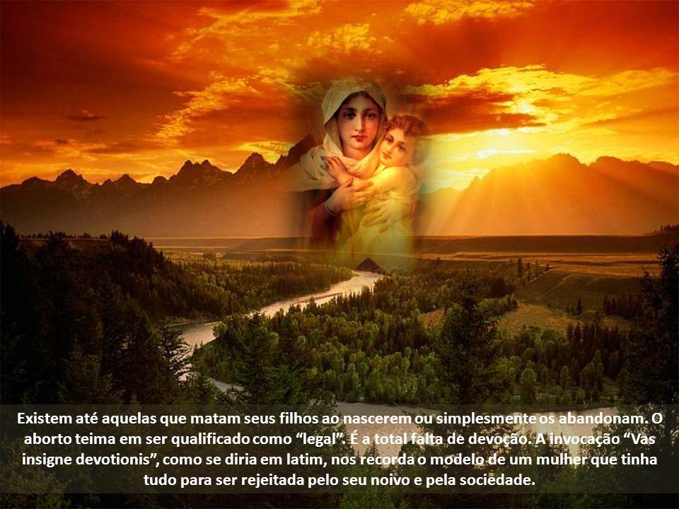 Em Pentecostes ela também estava lá. É a única pessoa da história da humanidade que acompanhou o evento Cristo antes, durante e depois. Dedicou-se à e