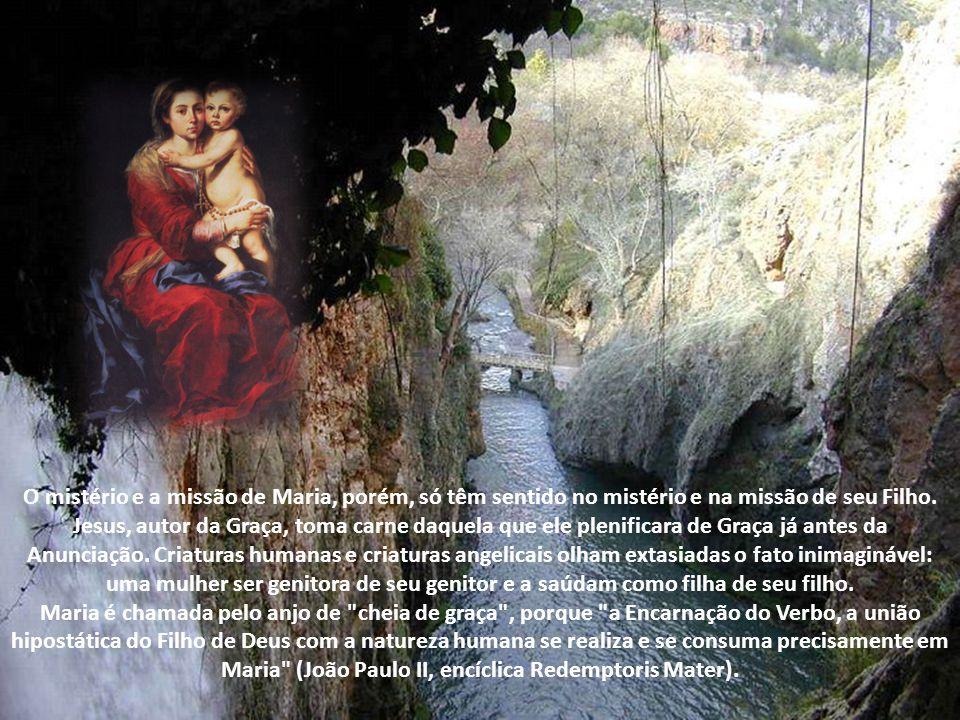 Lucas, o Evangelista mariano, procurou contar em palavras humanas o momento estupendo e inefável da Encarnação de Deus no seio de Maria. O dogma da ma