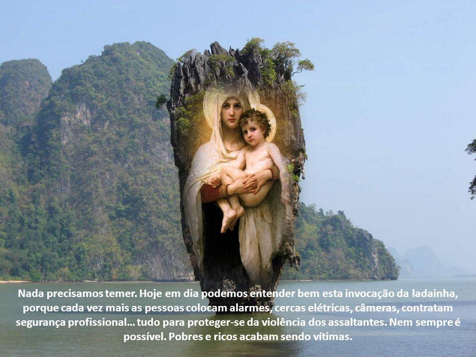 Assim, podemos louvar Maria como a sentinela de nossas vidas. Devemos invocar a sua intercessão. Ela nos avisa quando o inimigo se aproxima; nos auxil
