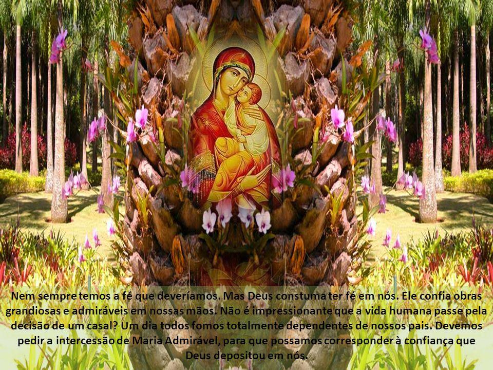 Saúdo-te Maria, Filha predileta do Pai eterno.Saúdo-te Maria, Mãe admirável do Filho.