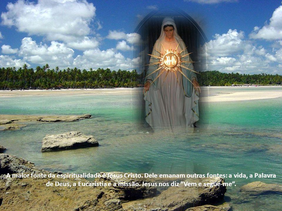 Assim como o beato João Paulo II, também posso dizer que a Eucaristia é o meu sustento, de onde tiro minhas forças, meu consolo nas tribulações e as respostas para muitas interrogações.