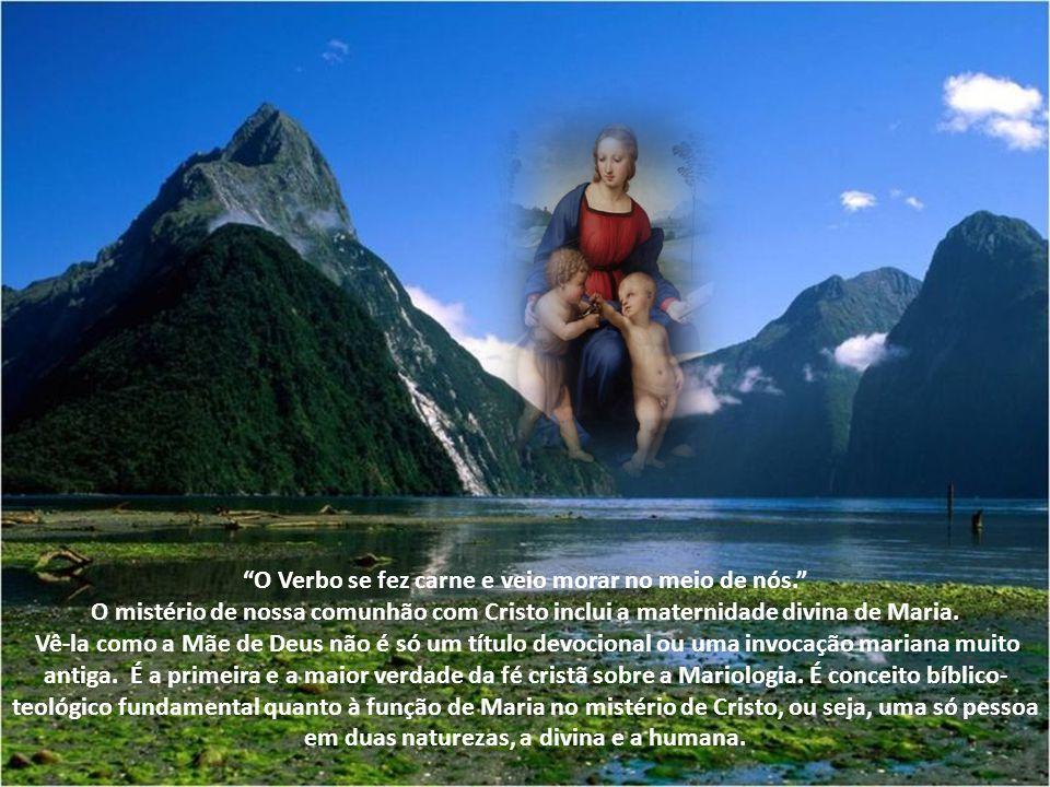 A palavra é grega. Só é usada em referência a Maria e está presente no vocabulário cristão de todas as línguas. Significa: Aquela que deu à luz, a par