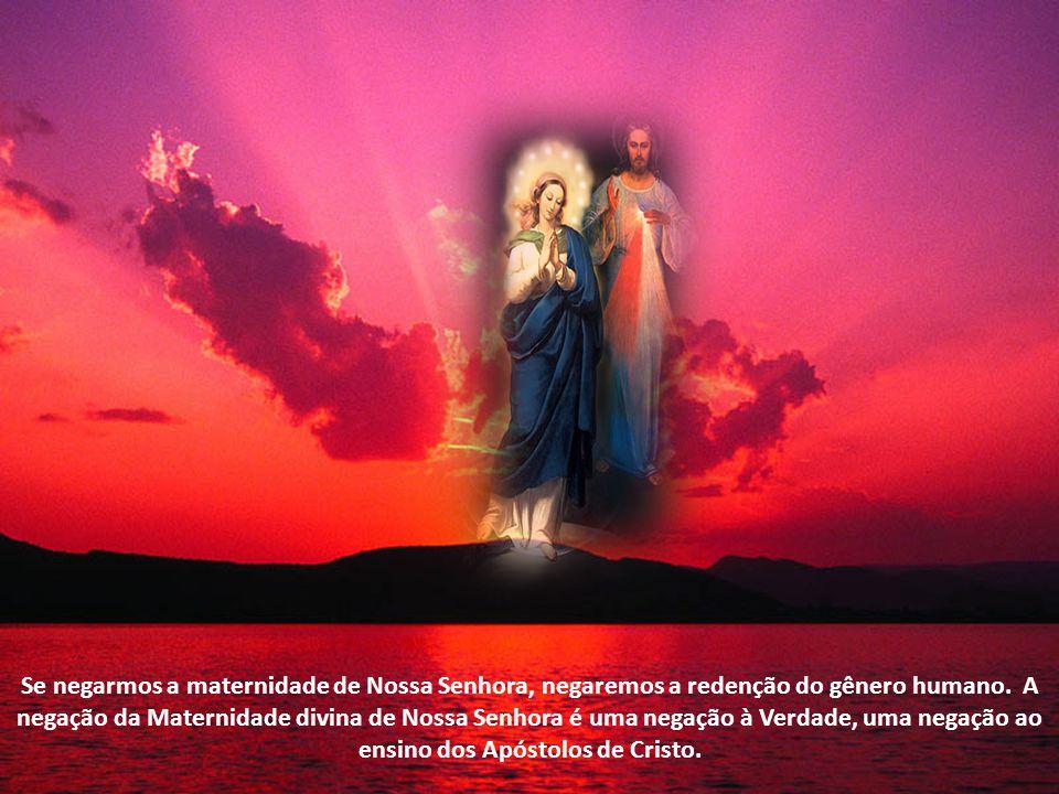 Nosso Senhor morreu como homem na Cruz mas nos redimiu como Deus, pelos seus méritos infinitos. Ora, a natureza humana de Nosso Senhor e a natureza di