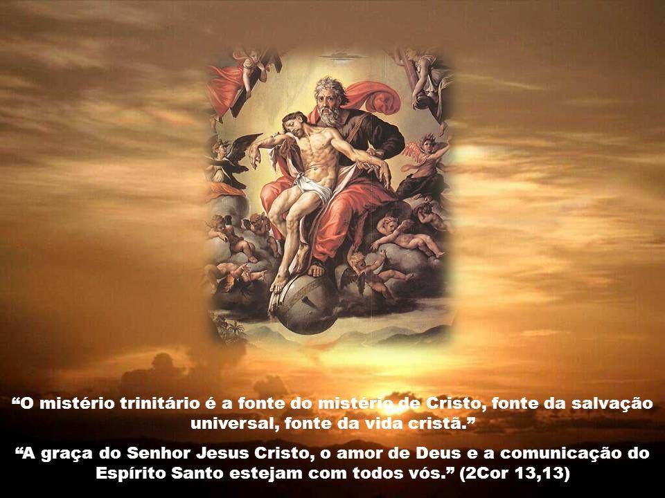 A Trindade se manifesta de modo máximo na comunicação do Espírito de amor aos homens, para que os homens, amando-se como Cristo os amou, amem a Deus e