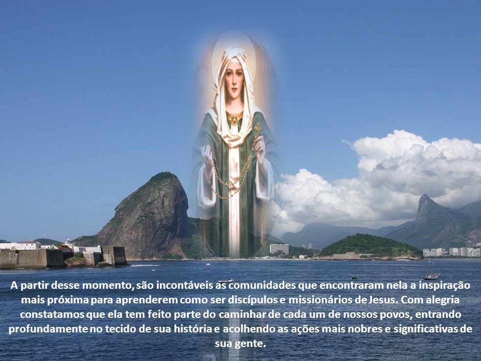 Maria grande missionária e formadora de missionários Maria é a grande missionária, continuadora da missão de seu Filho e formadora de missionários.