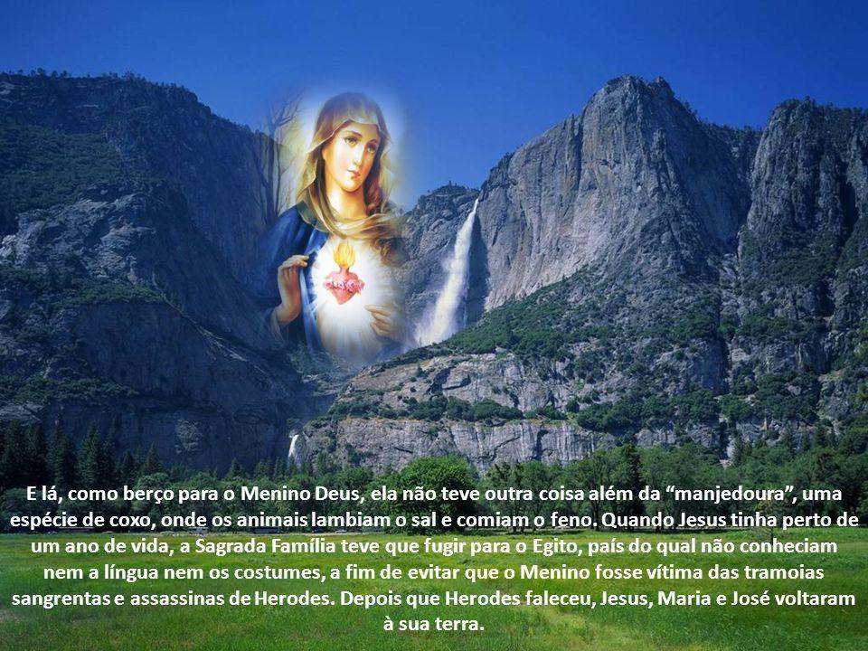 Nós a chamamos Maria Santíssima porque, doando-se toda a Deus, tornou-se plena dEle. Ela mesma se define: Eis aqui a serva do Senhor. Faça-se em mim s