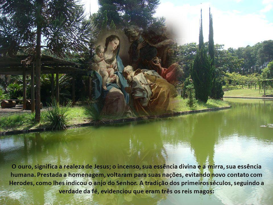 A Bíblia diz que os magos chegaram à casa e viram o Menino com sua Mãe.