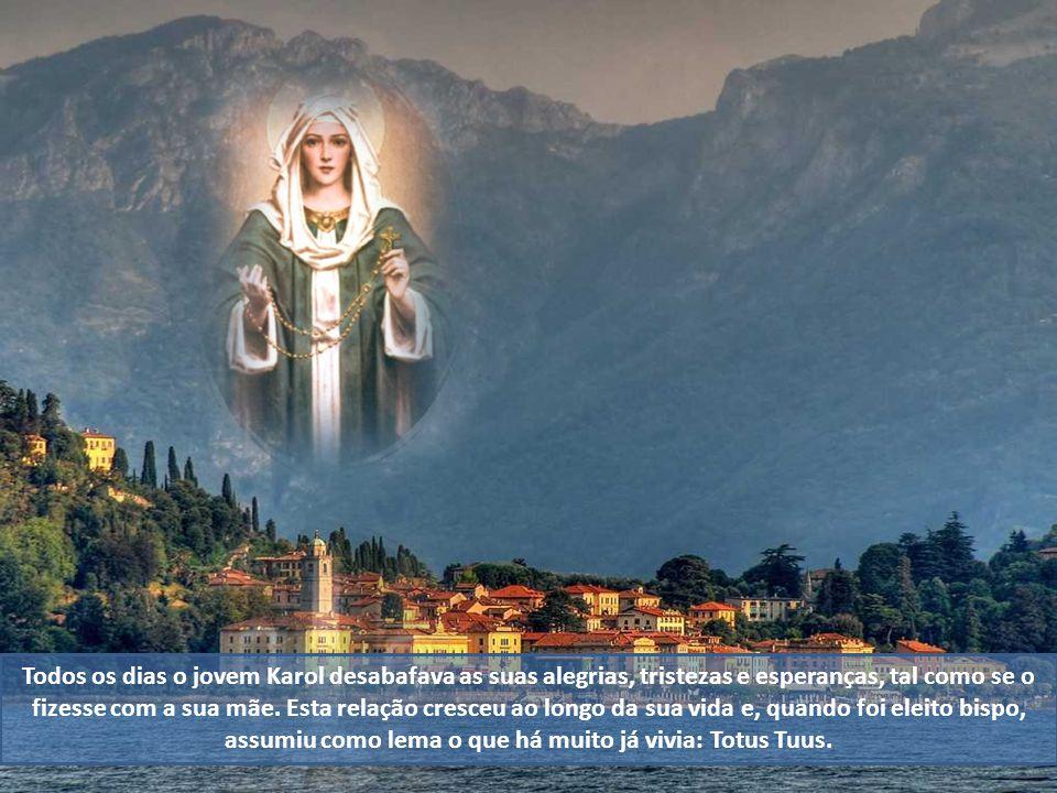 A relação de João Paulo II com Nossa Senhora começou em criança. Órfão de mãe aos 7 anos, Wojtyla habituou-se a rezar diariamente junto da imagem de N