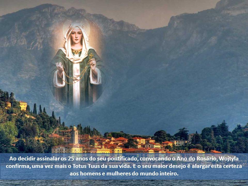 O Papa diz mesmo que nunca como no Rosário o caminho de Cristo e o de Maria aparecem unidos tão profundamente. Maria só vive em Cristo e em função de