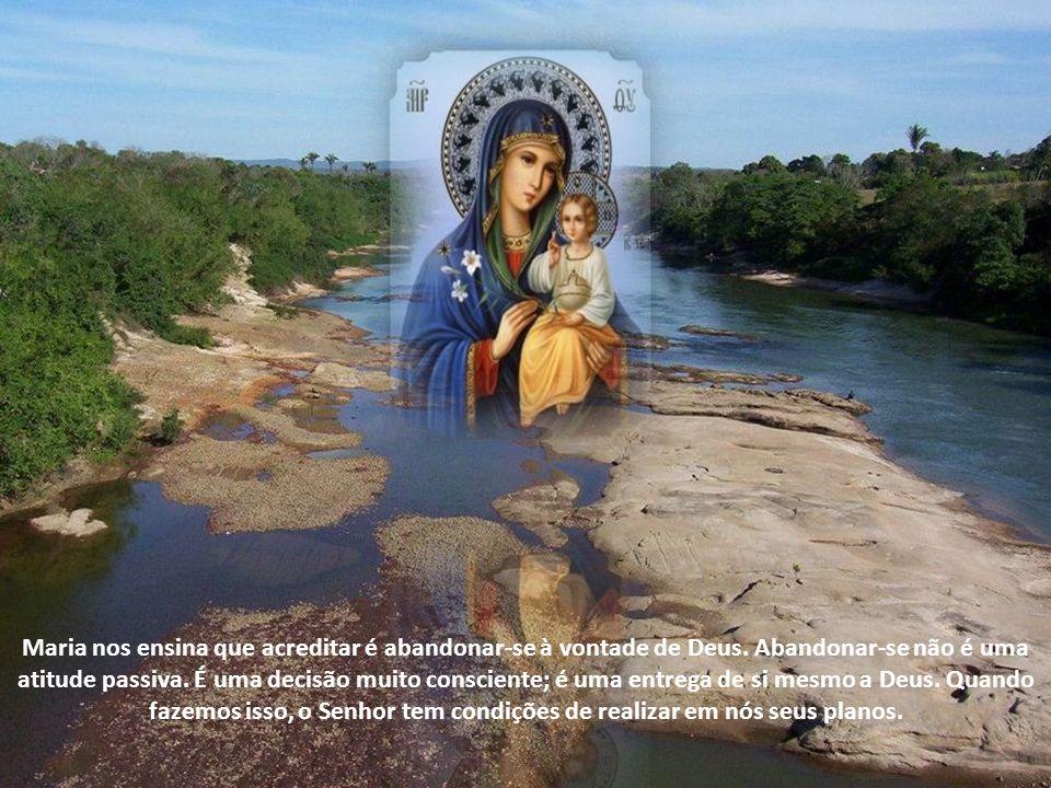 Maria nos ensina que acreditar é abandonar-se à vontade de Deus.