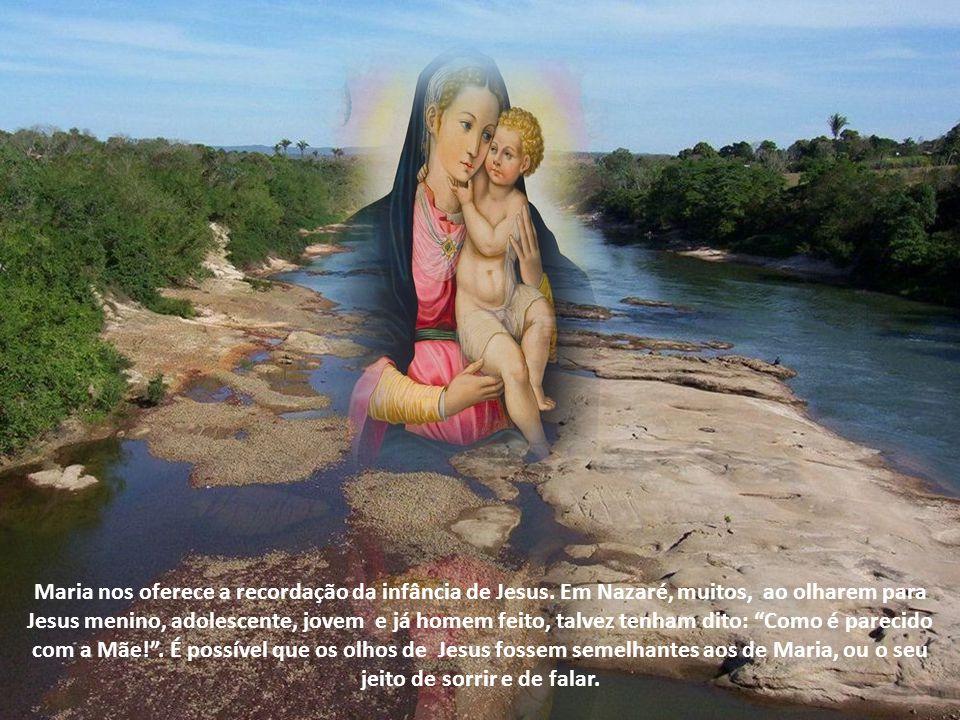 Maria nos oferece a recordação da infância de Jesus.
