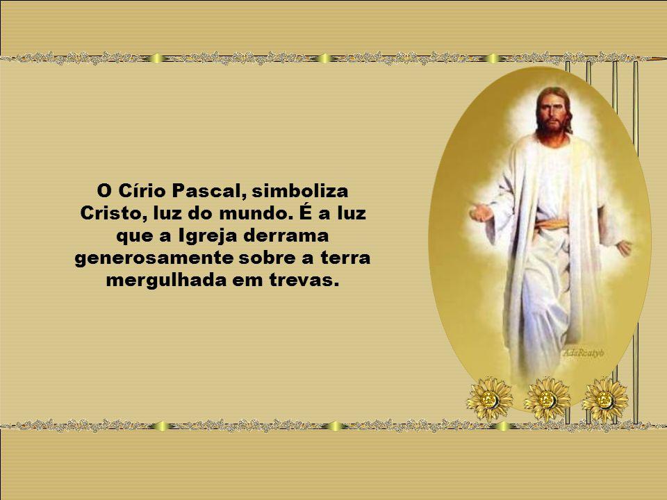 O Círio Pascal, simboliza Cristo, luz do mundo.