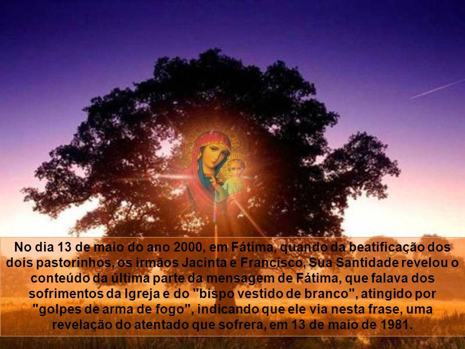 Um ano mais tarde, no dia 13 de maio de 1982, ele retornaria a Fátima e uma das balas que o atingiram foi engastada na coroa da estátua da Virgem Santa.