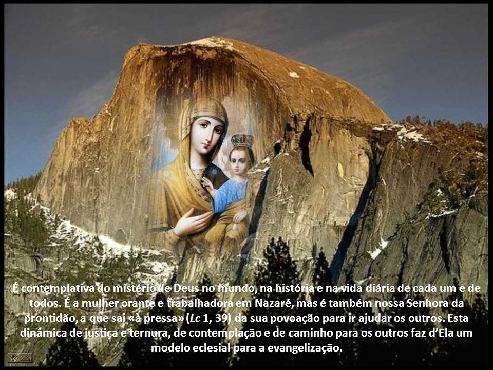 É contemplativa do mistério de Deus no mundo, na história e na vida diária de cada um e de todos.