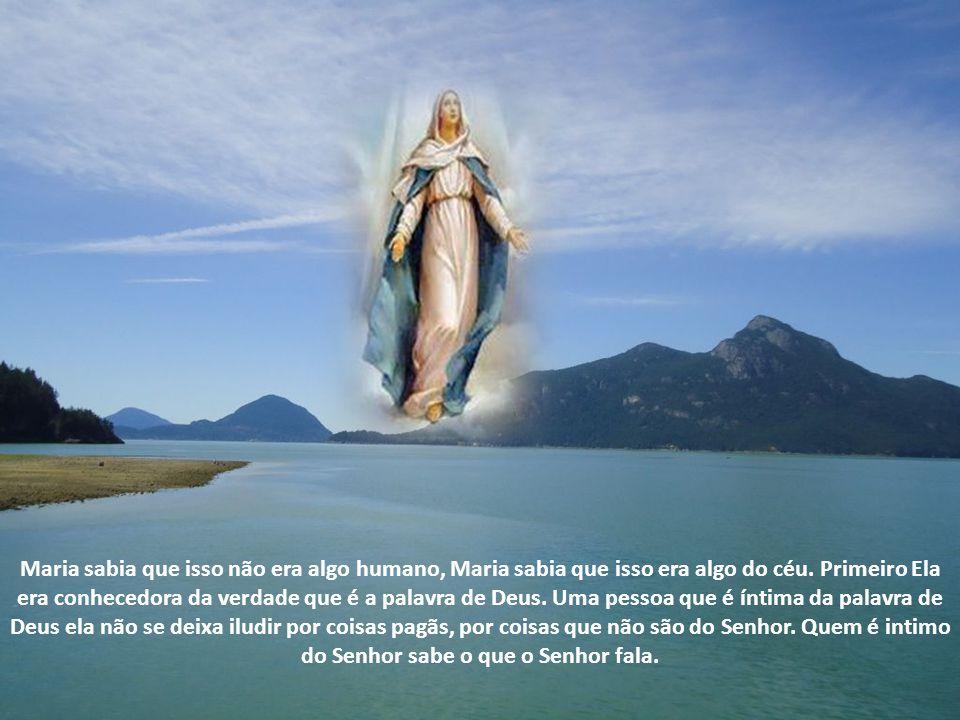 Significa fortaleza de Deus, portanto quando o anjo Gabriel chega a Nossa Senhora o que ele diz a Maria? Ave cheia de graça, o significado disso é que