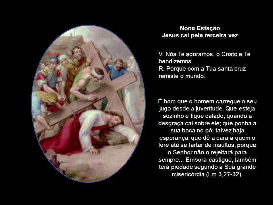 Grande multidão O seguia, e as mulheres batiam no peito e lamentavam-se por causa d'Ele. Jesus, porém, voltando-Se para as mulheres, disse: